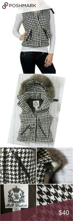 """BB Dakota Houndstooth Vest with Hood This super warm vest is a must have during this cold winter season. Houndstooth vest has a fur lined removable hood and two pockets. Has some loose threds but in excellent condition. Size Medium  Measurements :: Bust 36"""" - Waist 30"""" - Length 21""""  Arm hole 9"""" BB Dakota Jackets & Coats Vests"""