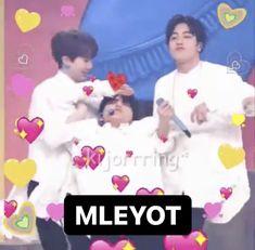 Boy Meme, Dark Jokes, Jokes Pics, Funny Reaction Pictures, Cartoon Jokes, Chanbaek, Meme Faces, Cute Quotes, Nct Dream