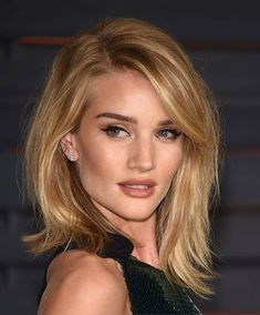 Rosie Huntington-Whiteley short hair (2015 Vanity Fair Oscar Party) (Venturelli, photographer for Getty Images)