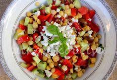 μικρή κουζίνα- μεσογειακή σαλάτα με ρεβίθια Fruit Salad, Cobb Salad, Salads, Cooking, Food, Kitchen, Fruit Salads, Essen, Meals