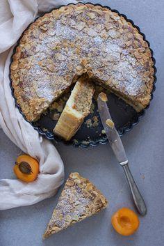 Diciamocelo. Le crostatesono tutte buone: con le confetture, con la frutta e la crema, piccole, grandi, quadrate o tonde. Que...