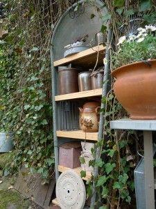 alte Zinkbadewanne im Garten