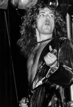 COLISEUM Photo of Robert PLANT and LED ZEPPELIN Robert Plant performing live…