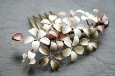 Haarkämme - Kleiner Haarkamm mit Blümchen, taupe-gold-creme - ein Designerstück von Klara-Kleingeld bei DaWanda