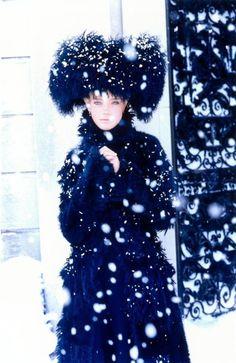 Glamour Therapy: Model Natalia Vodianova by Ellen von Unwerth for Vogue Italia November 2002 Ellen Von Unwerth, Natalia Vodianova, Christmas Style, Blue Christmas, Magazine Mode, Mario Testino, Russian Fashion, Russian Style, Russian Hat