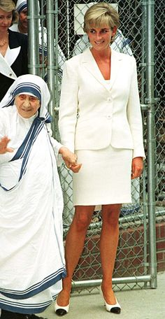 1997    Diana met with Mother Theresa in New York in a simple white suit and cap-toed pumps.