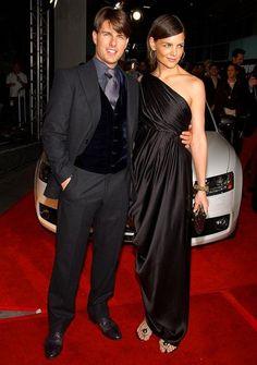 Colete destoando do terno em cor e tecido by Tom Cruise.