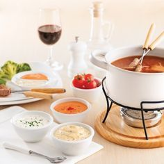 Our 10 best Fondue Sauces Sauce Fondue Chinoise, Sauce Pour Fondue, Fondue Raclette, Crepes, Sauce Recipes, Cooking Recipes, Pesto, Confort Food, Fondue Party