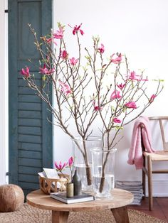 Pink accents on branches, a cute way of adding a pop of color!