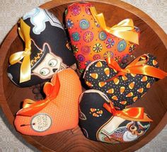 Primitive HALLOWEEN Heart Bowl Fillers Heart Tucks WHIMSICAL Seasonal Ornaments #NaivePrimitive #artist