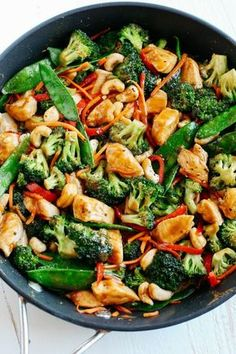 This EASY 20 minute One Skillet Cashew Chicken Stir Fry is the perfect weeknight meal that is healthy, full of flavor and perfect for your weekly meal prep! dinner stir fry One Skillet Cashew Chicken Stir Fry - Eat Yourself Skinny Easy Healthy Dinners, Healthy Snacks, Healthy Recipes, Easy Recipes, Healthy One Pot Meals, Recipes Dinner, Diabetic Meals, Dinner Ideas, Healthy Dinners For Families