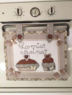 Copriforno by deborah towel apron, herd, quilting projects, sewing projects Quilting Projects, Sewing Projects, Fabric Crafts, Sewing Crafts, Cushion Cover Pattern, Towel Crafts, Patchwork Patterns, Blue Quilts, Mug Rugs
