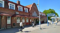 Hämeenlinna train station Train Station, Finland, Street View, Mansions, House Styles, Home, Decor, Decoration, Manor Houses