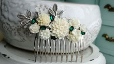 Join Verdigris VIP to get 30% off your next order! Copy and paste this link to access: http://eepurl.com/bOXsTr  ----------------------------ABOUT THIS ITEM------------------------  ♥ This gorgeous comb features an arrangement of detailed resin flowers and pearls in soft shades of ivory with emerald crystals and silver leaves mounted on silver filigree on a sturdy metal comb. ♥ measurements: This comb measures 3x2.5  ♥ To see more of my hair accessories, visit my shop section…