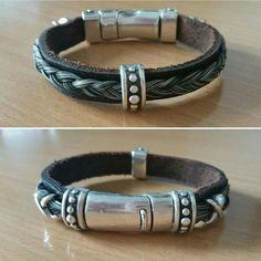 Mooie armband gemaakt van echt paardenhaar, gevlochten op leer en bewerkt met verschillende mooie Designer Quality elementen afgewerkt met een stevige magneetsluiting die dubbel afsluit.