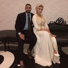 Image may contain: one or more people Morrocan Dress, Moroccan Bride, Moroccan Wedding, Hijab Wedding Dresses, Formal Dresses, Hijab Fashion, Fashion Outfits, Hijab Stile, Oriental Dress