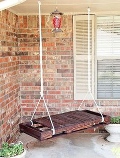 DIY – wooden pallet turned swing tutorial: http://myhoneysplace.com/the-best-only-pins-from-pinterest/