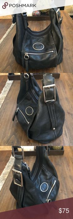 Giani Bernini Hobo Bag Giani Bernini leather Hobo Bag . This bag in used but in very nice condition with plenty of compartments ! Giani Bernini Bags Hobos