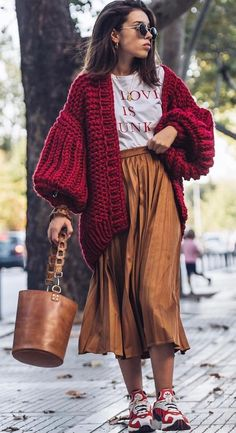 1 Flat 1 Reverse Balloon Cardigan Construction - new site Boho Outfits, Stylish Outfits, Fashion Outfits, Fashion Trends, Fashion Ideas, Skirt Outfits, Ladies Fashion, Womens Fashion, Hippie Mode