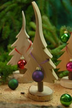 **Naturbelassener Tannenbaum aus Massivholz** moderne und natürliche Dekoratio… ** Natural fir tree made of solid wood ** Modern and natural decoration for Christmas, country style and children's room – _made in Bayern_! Lovingly made solid wood tree, … Wooden Christmas Decorations, Christmas Wood Crafts, Rustic Christmas, Christmas Art, Christmas Projects, All Things Christmas, Holiday Crafts, Christmas Holidays, Christmas Ornaments