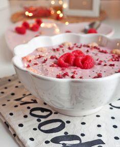 Vadelma-tuorepuuro - Kaakao kermavaahdolla Salad Recipes, Raspberry, Cereal, Snacks, Fruit, Breakfast, September, Food, Drink