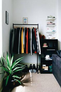 Inspirations Mens Bedroom Ideas - All Bedroom Design Bedroom Setup, Room Ideas Bedroom, Small Room Bedroom, Home Decor Bedroom, Mens Room Decor, Men Home Decor, Bedroom Rustic, Bedroom Art, Small Room Design