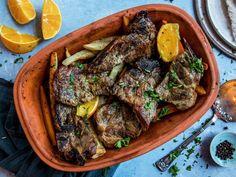 Nakkekoteletter i leirgryte Pork Recipes, Pot Roast, Stew, Food And Drink, Meat, Ethnic Recipes, Bon Appetit, Carne Asada
