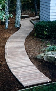 front yard ideas diy budget 31 fresh beautiful spring garden landscaping for front yard front yard ideas diy fence Pallet Walkway, Wood Walkway, Walkway Ideas, Firepit Ideas, Diy Fence, Boardwalk Theme, Wooden Path, Garden Paths, Garden Bed