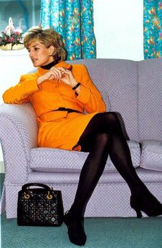Diana, Princess of Wales in Liverpool with her Lady Dior Bag. Like the combo of orange and black. Princess Diana Fashion, Princess Diana Photos, Princess Diana Family, Princess Of Wales, Lady Diana Spencer, Princesa Diana, Lady Dior, Pantyhosed Legs, Queen Of Hearts