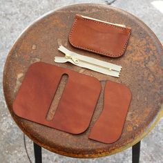 Pre-Cut Leathercraft Project - Stash All Snap Wallet Diy Leather Zipper Pouch, Leather Wallet Pattern, Sewing Leather, Leather Keychain, Leather Craft, Pouch Pattern, Leather Gifts, Leather Bags Handmade, Conception En Cuir