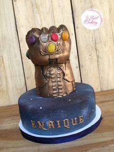 Thanos gauntlet Cake Pastel Avengers, Thanos Avengers, Marvel Cake, Avenger Cake, Marvel Kids, Fondant, Avengers Birthday, Superhero Cake, Sons Birthday
