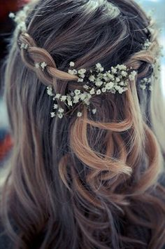 Bride Like the simplicity, but not joined securely enough, flower amount is good for Bridesmaids, a few more for Bride's hair