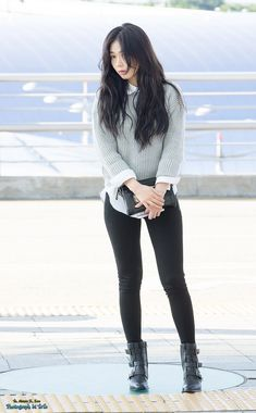4Minute HyunA airport style solid-color sweater over a collared shirt paired with leggings or skinny pants and some ankle boots