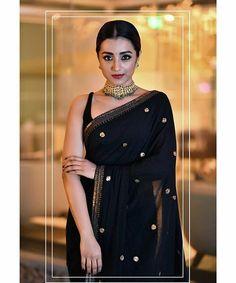 Can anything beat the beauty of a traditional half-saree ? Trendy Sarees, Stylish Sarees, Saree Blouse Patterns, Saree Blouse Designs, Black Saree Designs, Dress Indian Style, Indian Dresses, Indian Wedding Outfits, Indian Outfits