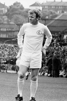 Billy Bremner Leeds United 1970 National Football Teams, Football Stadiums, Sport Football, Leeds United Players, Leeds United Fc, The Damned United, Der Club, Top Soccer, Football Images