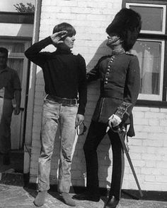 May Beatle George Harrison with actor Victor Spinetti at Twickenham Studios, London, during a photo-shoot to complete the cover of the Beatles' album 'Help! George Harrison, Olivia Harrison, Paul Mccartney, John Lennon, Great Bands, Cool Bands, The Beatles, Beatles Photos, Football Music