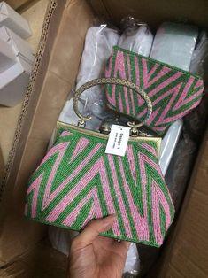 Aka Sorority Gifts, Sorority Fashion, Sorority And Fraternity, Sorority Life, Alpha Kappa Alpha Paraphernalia, Candy Apple Green, Pink Design, Vintage Handbags, Etsy Vintage
