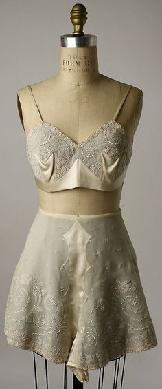 Embroidered silk tap pants and bra, Chinese, early Worn by Mrs. Herbert Sage Mesick (part of a lingerie set, with slip and nightgown). (via The Metropolitan Museum of Art - Lingerie) Lingerie Vintage, Vintage Underwear, Lingerie Set, Delicate Lingerie, Lingerie Catalog, Purple Lingerie, French Lingerie, Lingerie Underwear, 20s Fashion