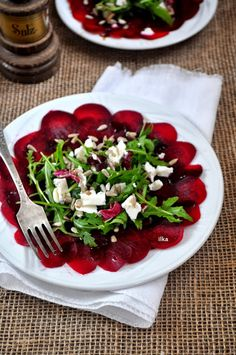 In my coffee kitchen: Carpaccio z buraka Beet Recipes, Raw Food Recipes, Salad Recipes, Healthy Recipes, Healthy Salads, Healthy Eating, Great Dinner Recipes, Vegan Cafe, Appetizer Salads