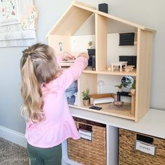 A budget friendly DIY solution for how to cover wire shelving. Renter friendly option and easy to DIY if you don't want to replace the existing shelving. Painting Bathroom Sinks, Painting Kitchen Cabinets, Hand Painted Wallpaper, Diy Wallpaper, Ikea Dollhouse, Dollhouse Furniture, Repose Gray Paint, Plastic Playhouse, Corner Pantry