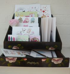 Show off the old-fashioned beauty of writing when displaying cards. Writing desks, fountain pens and inkwells..  Anzu display