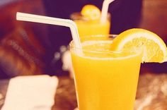 Cafezinho que nada! Nesse calor você merece um suco natural bem geladinho.
