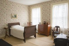 A New Room for Emily Dickinson: Amherst Poet's Bedroom Undergoes Historic Renovation English Country Cottages, English Manor, Discount Bedroom Furniture, Boarding House, Emily Dickinson, Historic Homes, New Room, Furniture Decor, Bedroom Decor