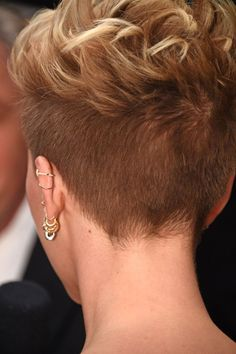 See Scarlett Johansson's Edgy Oscars Hairstyle From Every Stunning Angle