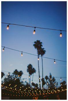 (jardim, varanda, entradam terraço, lage) com iluminação baixa