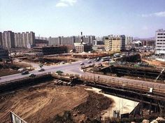 1980년대 초반 강남역 사거리. 뉴욕제과건물 보임.