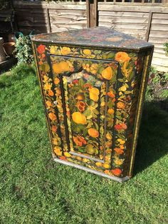 19TH CENTURY VICTORIAN 3 SHELVED DECOUPAGE OAK CORNER CABINET