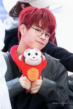Oml he looks amazing with red hair uwu Lee Min Ho, Stray Kids Seungmin, Shared Folder, Wattpad, Lee Know, Day6, Kpop Boy, Minho, Korean Boy Bands