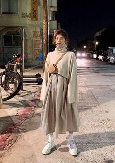 Dear John Crop Turtleneck Knit Sweater - I know you wanna kiss me. Thank you for visiting CHUU. Muslim Fashion, Modest Fashion, Hijab Fashion, Fashion Outfits, Fashion Tips, Asian Street Style, Korean Street Fashion, Street Styles, Cute Casual Outfits