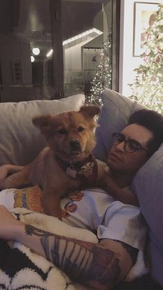 Why is this so freaking adorable Brendon Urie, Gerard Way, Emo Bands, Music Bands, Band Memes, Panic! At The Disco, Fall Out Boy, My Chemical Romance, Music Stuff
